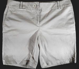 Ann Taylor Loft Khaki Chino shorts womens size 8